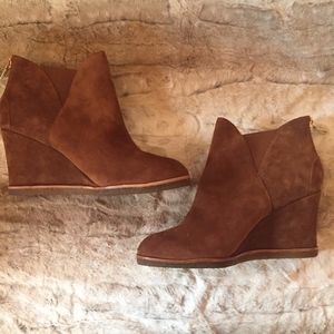 ba9ac58adf5a Bettye Muller Women s Whiz Tan Suede Ankle Boot